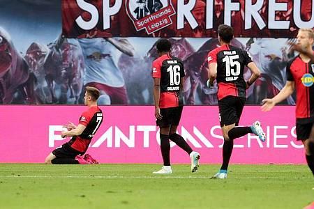 Krzysztof Piatek (l) bescherte Hertha BSC einen Punkt bei RB Leipzig. Foto: Alexander Hassenstein/Getty Images Europe/Pool/dpa