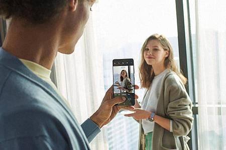Künstliche Intelligenz stellt die Kameras der Galaxy S21 auf Lichtsituation und Motiv ein - so verspricht es Samsung. Foto: Samsung/dpa-tmn