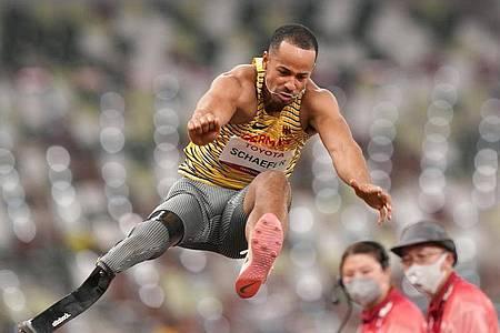 Leon Schäfer springt in Tokio zur Silbermedaille. Foto: Marcus Brandt/dpa