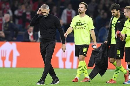 Dortmunds Trainer Marco Rose geht nach dem 4:0 für Amsterdam vom Platz. Foto: Bernd Thissen/dpa