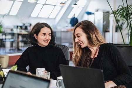 Agathe Badia ist Junior Developerin bei der Jobplattform Honeypot. Programmieren hat sie in einem Bootcamp gelernt. Foto: Silver Nebula/Le Wagon/dpa-tmn