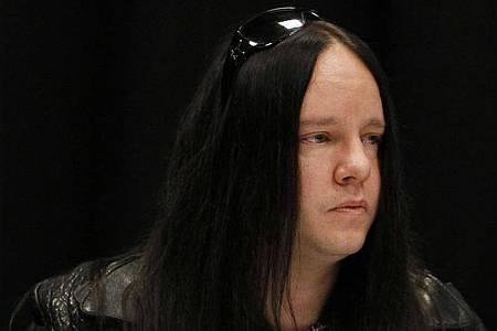 Joey Jordison 2010 in Des Moines. Der ehemalige Schlagzeuger der Metal-Band Slipknot ist Medienberichten zufolge im Alter von 46 Jahren gestorben. Foto: Charlie Neibergall/AP/dpa