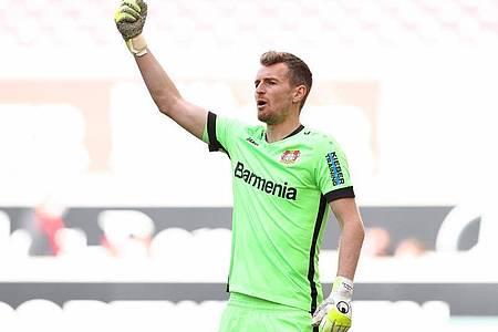 Kann die EM-Verschiebung gut verschmerzen: Leverkusens finnischer Nationalkeeper Lukas Hradecky. Foto: Tom Weller/dpa