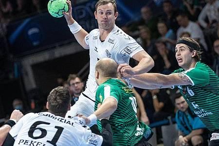 Sander Sagosen verpasst mit dem THWKiel den Sprung an die Tabellenspitze. Foto: Andreas Gora/dpa