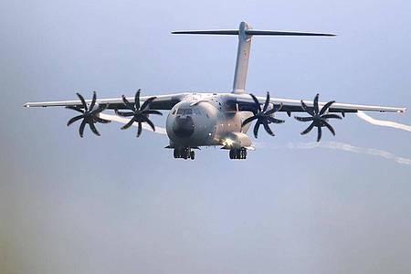 Ein Transportflugzeug A400M, mit dem die Bundeswehr Menschen vom Flughafen in Kabul evakuierte. Foto: Friso Gentsch/dpa