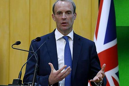 Großbritanniens Außenminister Dominic Raab, Außenminister bei einer Pressekonferenz. Foto: Anjum Naveed/AP/dpa