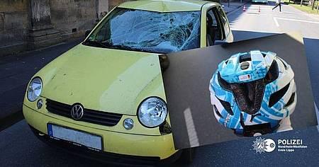 Unfallbeteiligter PKW und Fahrradhelm der Pedelecfahrerin Foto: Polizei