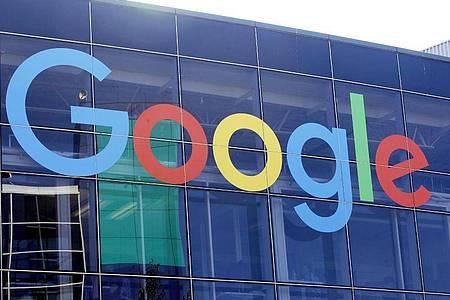 Mitarbeiter des US-Internetriesen Google und dessen Mutterkonzerns Alphabet haben sich erstmals in einer Gewerkschaft zusammengeschlossen. Foto: Jeff Chiu/AP/dpa