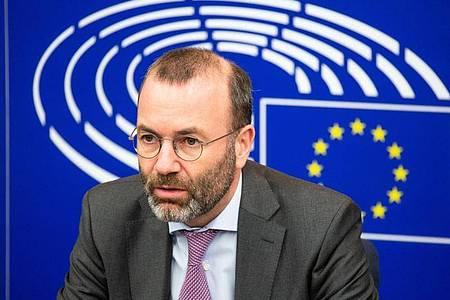 Der CSU-Europaabgeordnete Manfred Weber bezeichnete die britische Drohung mit dem Abbruch der Verhandlungen als «politisches Theater». Foto: Philipp von Ditfurth/dpa