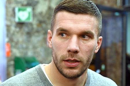 Lukas Podolski hat eine klare Meinung zu Spielerfrauen. Foto: Henning Kaiser/dpa