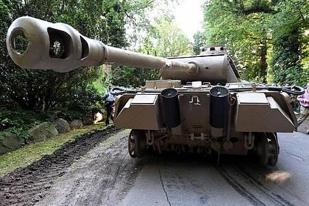 """Dieser Panzerkampfwagen von Typ """"Panther"""" wurde 2015 sichergestellt. Foto: Carsten Rehder/dpa"""