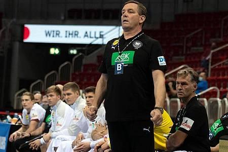Bundestrainer Alfred Gislason bekommt es mit der DHB-Auswahl mit Schweden, Slowenien und Algerien zu tun. Foto: Bernd Thissen/dpa