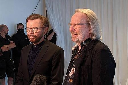 Björn Ulvaeus (l) und Benny Andersson, Mitglieder der schwedischen Popgruppe Abba, stehen bei einem Intview in London. Foto: Philip Dethlefs/dpa