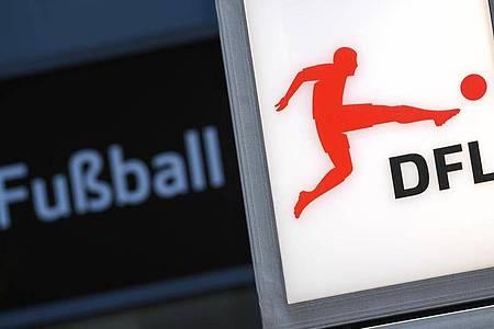 Die Mehrheit der Deutschen will im Moment keine Fortsetzung der Fußball-Bundesliga. Foto: Arne Dedert/dpa