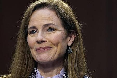 Trumps Kandidatin für das Richteramt am Obersten Gericht: Amy Coney Barrett lächelt. Foto: Drew Angerer/Pool Getty Images North America/AP/dpa