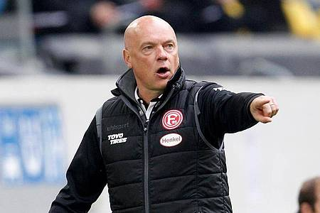Trainer Uwe Rösler startete mit Fortuna Düsseldorf schlecht in die Saison. Foto: Roland Weihrauch/dpa