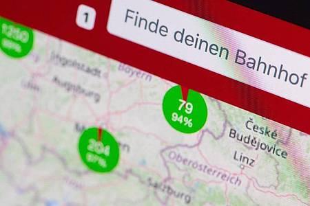 Über das Open-Data-Projekt Railway-Stations.org kann man sich Bahnhöfe in Deutschland und mehr als 20 anderen Ländern weltweit anschauen - und auch eigene Bilder einstellen. Foto: Franziska Gabbert/dpa-tmn