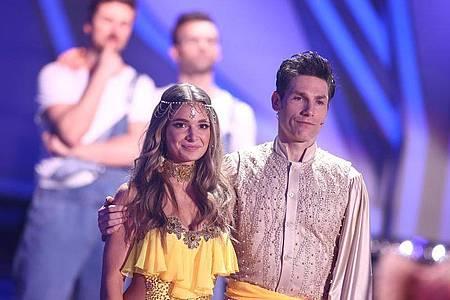 Es hat nicht ganz gereicht: Lola Weippert und ihr Tanzpartner Christian Polanc sind enttäuscht. Foto: Rolf Vennenbernd/dpa