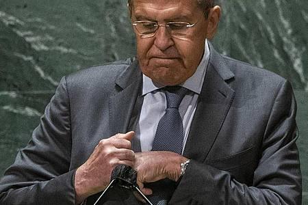 Sergej Lawrow, Außenminister von Russland, nach seiner Rede bei der 76. Sitzung der UN-Generalversammlung am Hauptsitz der Vereinten Nationen. Foto: Eduardo Munoz/Pool Reuters/dpa