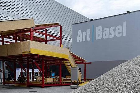 Nach einem Jahr Coronazwangspause öffnet die Art Basel wieder für Besucherinnen und Besucher. Foto: Georgios Kefalas/KEYSTONE/dpa