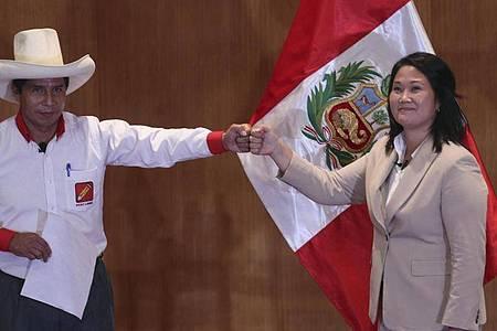 Pedro Castillo (l) tritt bei der Wahl gegen Keiko Fujimori (r) an. Foto: Martin Mejia/AP/dpa
