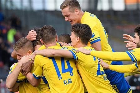 Aufsteiger Braunschweig feierte gegen Bochum den ersten Dreier der Saison. Foto: Swen Pförtner/dpa
