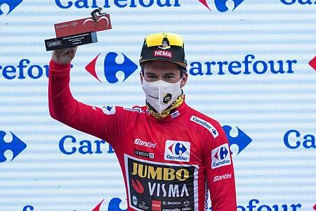 Sicherte sich seinen dritten Vuelta-Gesamtsieg in Serie: Primoz Roglic. Foto: Lalo R. Villar/AP/dpa