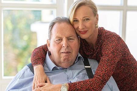 Ottfried Fischer und seine Ehefrau Simone leben in Passau. Foto: Armin Weigel/dpa