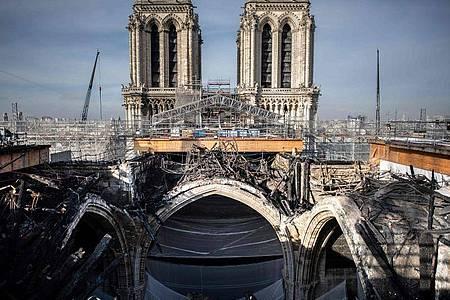 Das geschmolzene Gerüst auf dem Dach der Pariser Kathedrale Notre-Dame. Foto: Martin Bureau/AFP/dpa