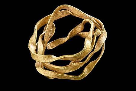 Eine etwa 3800 Jahre alte Goldspirale, die in der Bronzezeit wohl als Haarschmuck genutzt wurde. Foto: Yvonne Mühleis/Landesamt für Denkmalpflege Esslingen/dpa
