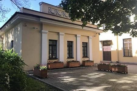 In diesem Gebäude trainierte Wladimir Putin nach der Schule Judo, er brachte es letztlich bis zum Schwarzen Gürtel. Foto: Ulf Mauder/dpa