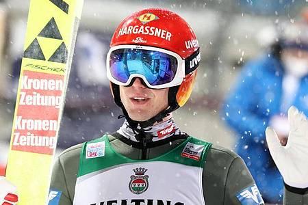 Hat die Qualifikation zum ersten Springen der Vierschanzentournee gewonne: Philipp Aschenwald aus Österreich. Foto: Daniel Karmann/dpa