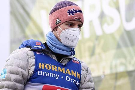 Hat keine Hoffnungen mehr auf den Tournee-Gesamtsieg: Karl Geiger. Foto: Daniel Karmann/dpa