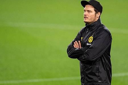 BVB-Trainer Edin Terzic hofft auf einen versöhnlichen Jahresabschluss im Spiel gegen Zweitligist Eintracht Braunschweig. Foto: Marius Becker/dpa