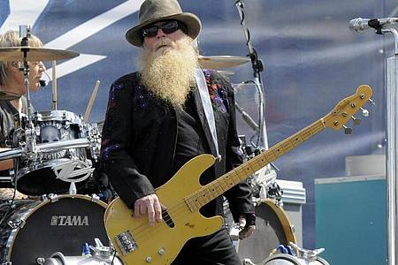 Bassist Dusty Hill ist im Alter von 72 Jahren gestorben. Foto: Mike Mccarn/FR34342 AP/dpa