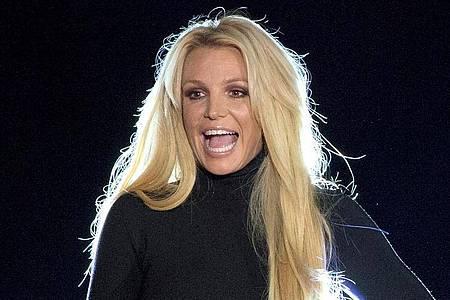 Britney Spears steht auf einer Bühne inLas Vegas. Die US-Sängerin hat ihren Instagram-Account deaktiviert. Foto: Steve Marcus/Las Vegas Sun/dpa