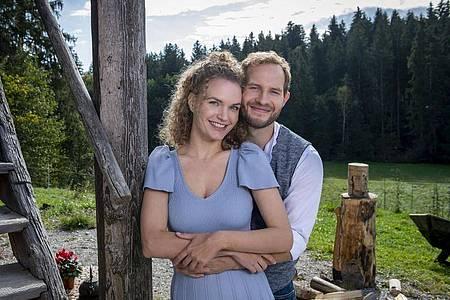 Maja von Thalheim (Christina Arends)und Florian Vogt (Arne Löber)haben sich lieb. Foto: Christof Arnold/ARD/dpa