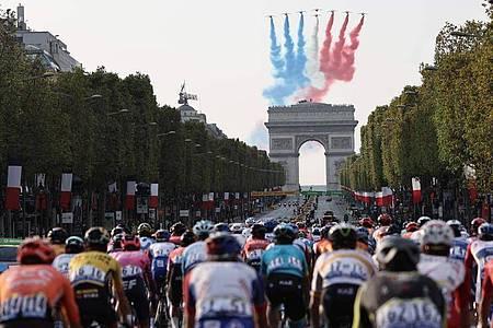 Doping-Fall bei der Tour de France? Ein Arzt und ein Krankengymnast bleiben in Polizeigewahrsam. Foto: Kenzo Tribouillard/AFP/dpa