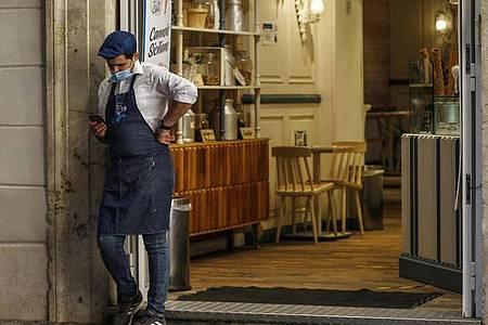 In Italien müssen nun landesweit alle Restaurants und Bars um 18 Uhr für Gäste schließen. Foto: Cecilia Fabiano/LaPresse/AP/dpa