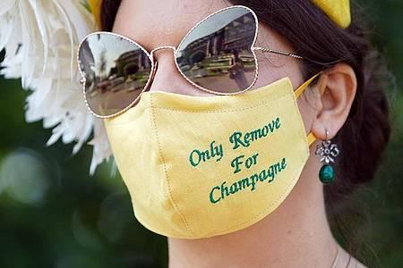 Anna Gilder mit ganz spezieller Maske in Ascot. Foto: Andrew Matthews/PA Wire/dpa