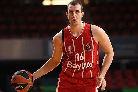 Die Bayern-Basketballer um Paul Zipser besiegten Anadolu Efes Istanbul. Foto: Tobias Hase/dpa