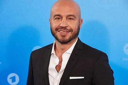 Schauspieler Dar Salim, hier 2019,war als junger Mann Mitglied der königlichen Leibgarde in Dänemark. Foto: Georg Wendt/dpa