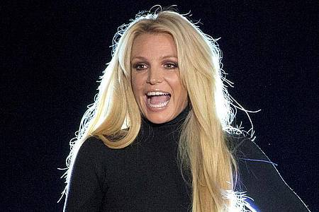 Britney Spears steht auf der Bühne vom Park MGM Hotel-Casino. Foto: Steve Marcus/Las Vegas Sun/AP/dpa