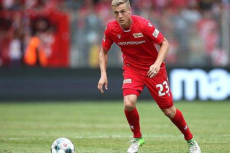 Sieht den Bundesliga-Re-Start auch durchaus kritisch: Union-Profi Felix Kroos. Foto: Andreas Gora/dpa