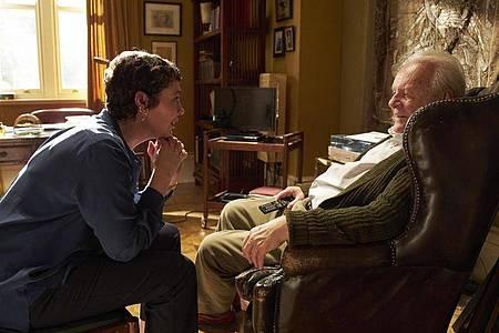 """Anthony Hopkins als Anthony und Olivia Colman als Anne in einer Szene des Films """"The Father"""". Foto: Sean Gleason/Tobis Film/dpa"""