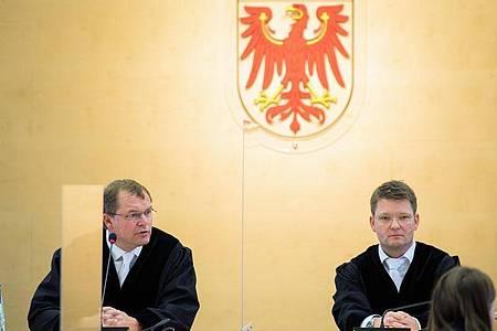 Markus Mo?ller (l.), Pra?sident des Brandenburger Verfassungsgerichtes, und der Vizepräsident Michael Strauß. Foto: Soeren Stache/dpa-Zentralbild/ZB