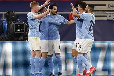 Die Spieler von Manchester City feiern den Torschützen Ilkay Gündogan (M). Foto: Laszlo Balogh/AP/dpa