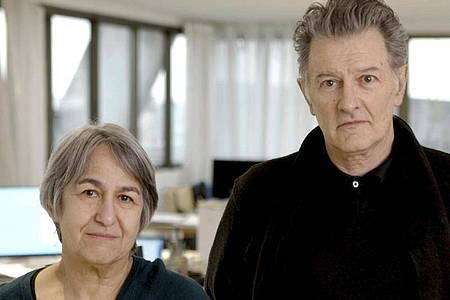 Die französischen Architekten Anne Lacaton und Jean-Philippe Vassal wurden mit dem Pritzker Architekturpreis ausgezeichnet. Foto: Laurent Chalet/Pritzker Prize/AP/dpa