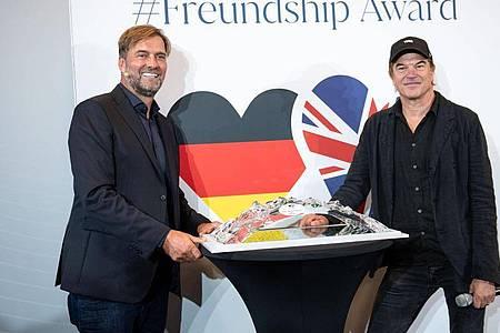 Jürgen Klopp (l) wurde von Campino ausgezeichnet. Foto: Marius Becker/dpa