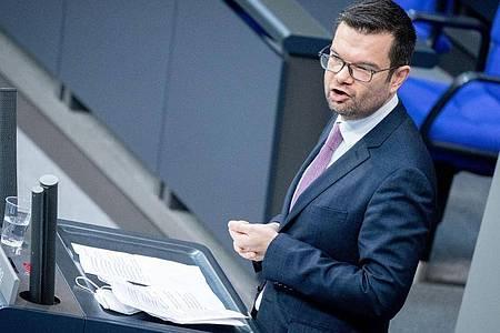 Der Erste Parlamentarische Geschäftsführer Marco Buschmann: «Die Bundesregierung hat den Impfstart verpatzt». Foto: Kay Nietfeld/dpa